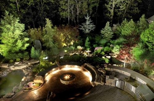 освещение площадок и растительности в частном дворе