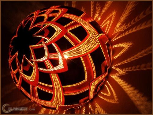 ажурная декоративная настольная лампа