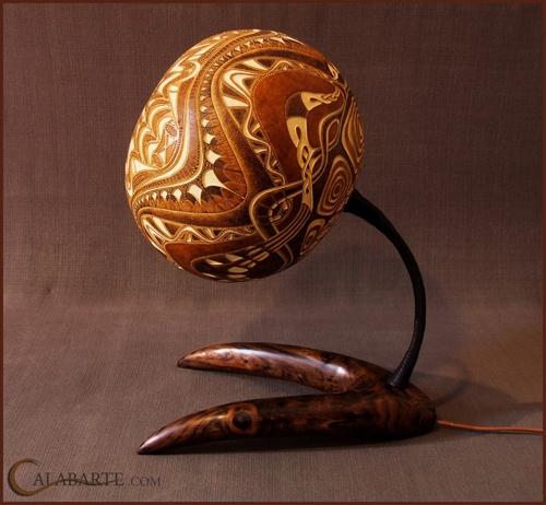 резная декоративная настольная лампа