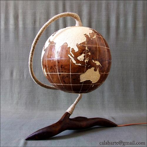 декоративная настольная лампа в виде глобуса