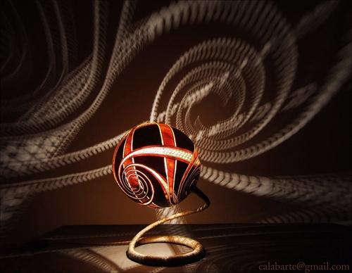 необычная декоративная настольная лампа