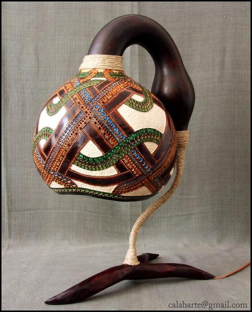 декоративняа настольная лампа с цветными стеклянными бусинами