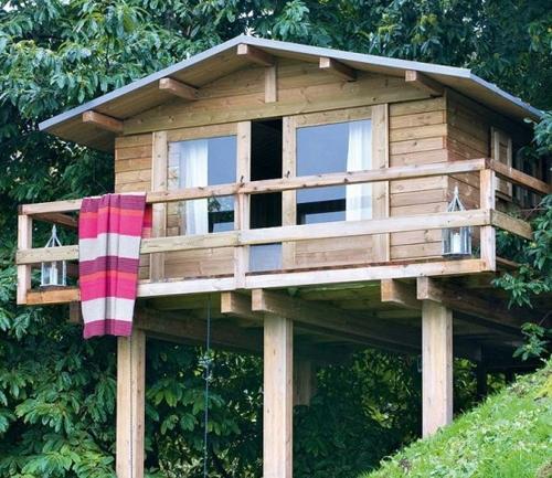летний домик на свайном фундаменте