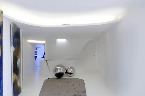 стальные шары в дизайне интерьера