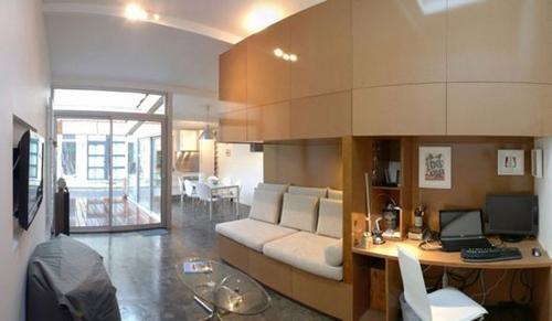 гостиная и домашний офис в дизайне жилого гаража