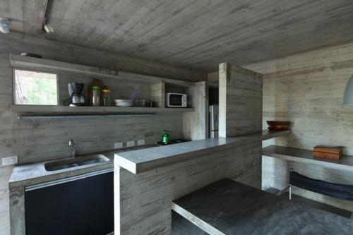 бетонная мебель в монолитном частном доме