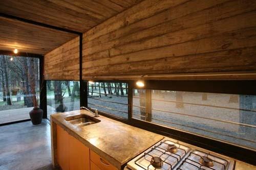 кухня в монолитном летнем доме