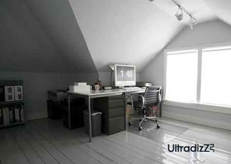 современный домашний офис в дизайне мансарды