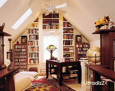 классический домашний кабинет в дизайне мансарды