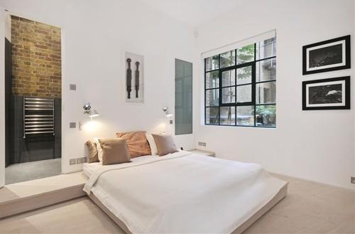 черно-белый интерьер современной спальни