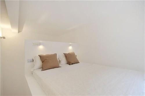гостевая студия с кроватью под потолком