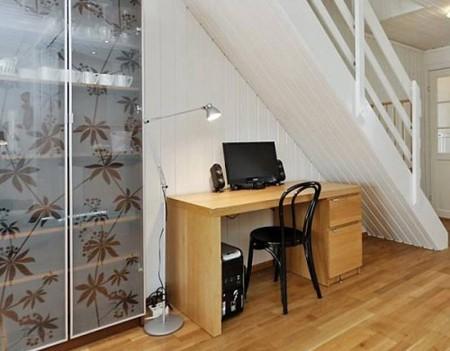 компьютерный стол под лестницей