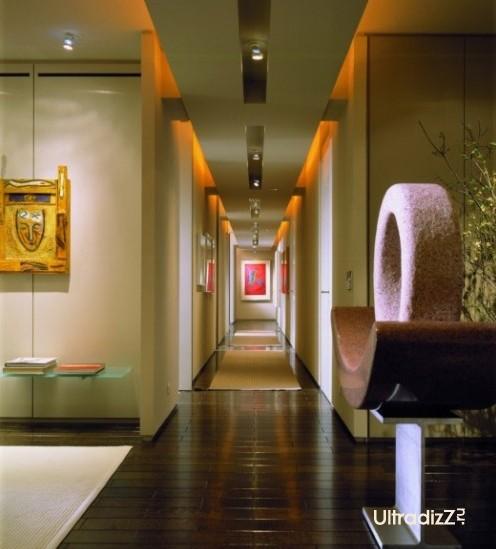 оригинальное освещение в дизайне коридора