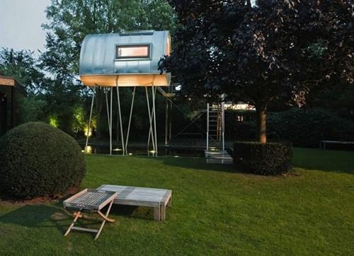 игровой домик в частном саду