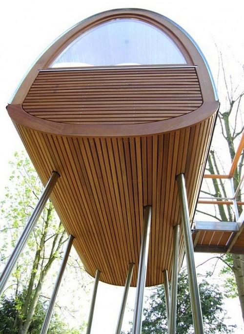 игровой домик на стальных сваях