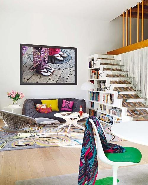 интерьер квартиры с многоцветным интерьером