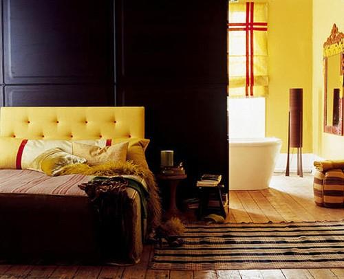 желтый цвет в черной спальне