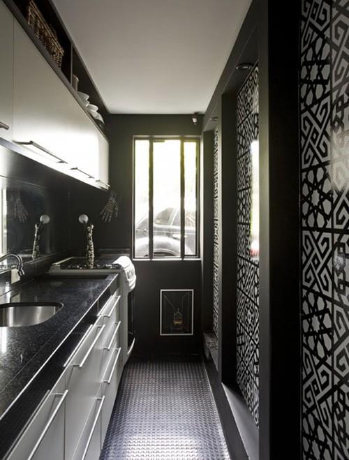 черная облицовка с геометрическим рисунком