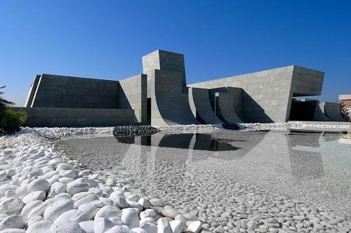 необычный бетонный дом