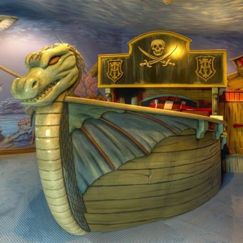 детская кровать в виде корабля викингов