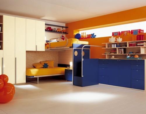 желтый цвет в сочетании с синим и оранжевым