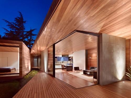 стеклянные стены пристройки к дому