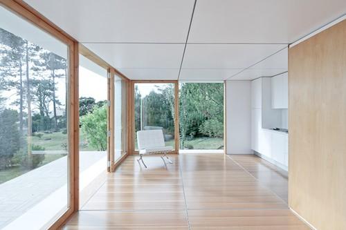 кухонная зона в интерьере дачного дома
