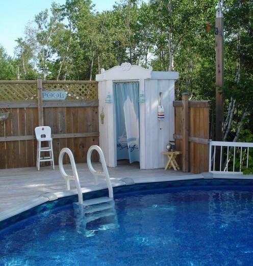 душевая кабина у бассейна