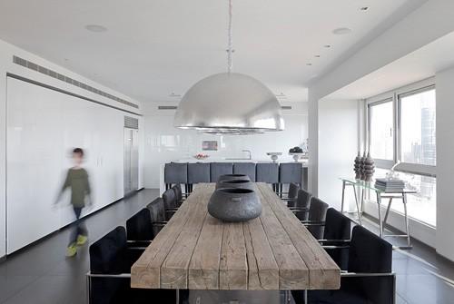 обеденный стол в современном интерьере