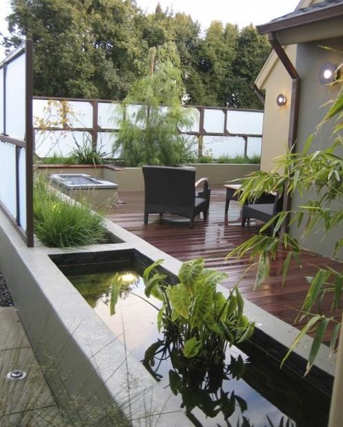 бетонный пруд во внутреннем дворике