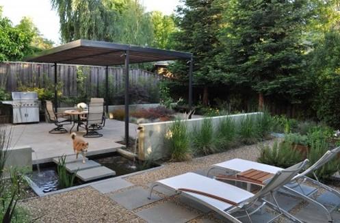 искусственный пруд в дизайне двора