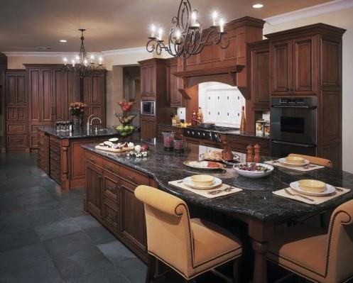 темная кухня в классическом стиле