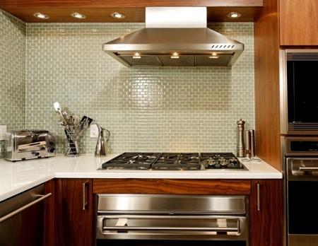 современная кухня со встроенным оборудованием