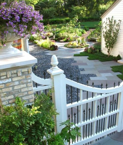 частный двор с огородом