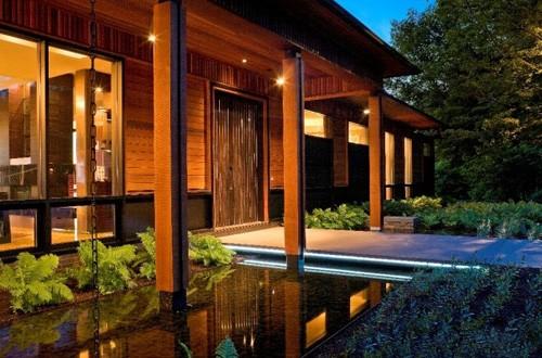 искусственный водоем в дизайне двора