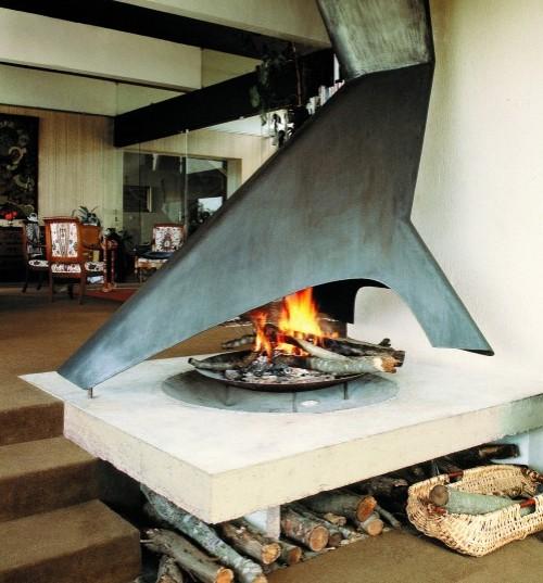 металлический современный камин