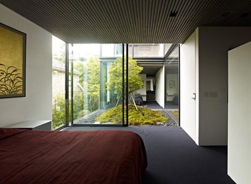 вид из спальни во внутренний сад