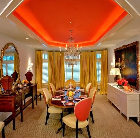 цветной потолок в интерьере