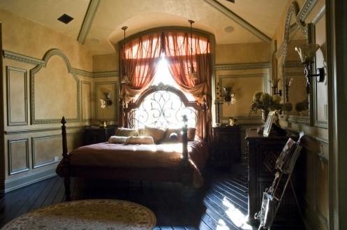 молдинг в декоре спальни