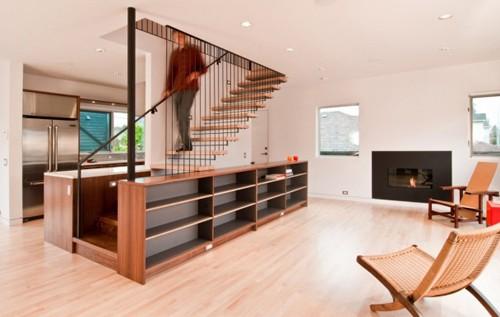 интегрированная лестница со стеллажом