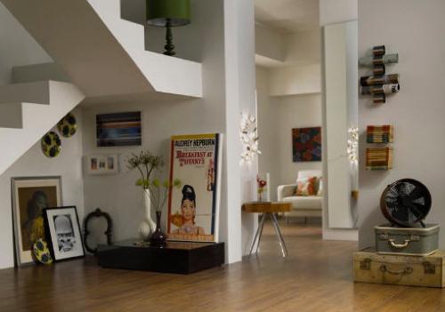картины под лестницей