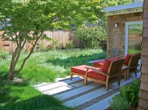 садовая мебель с красной обивкой