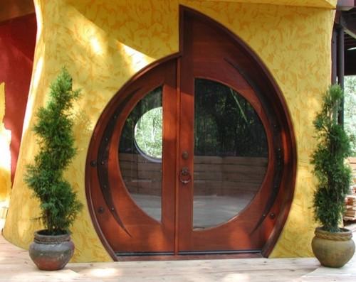 круглая входная дверь