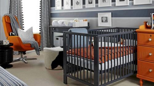 оранжевая мебель в черно-белой детской комнате
