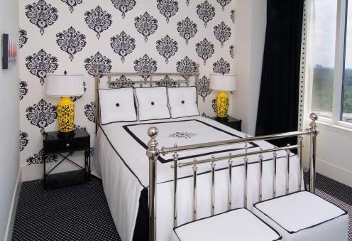 черно-белый интерьер маленькой спальни