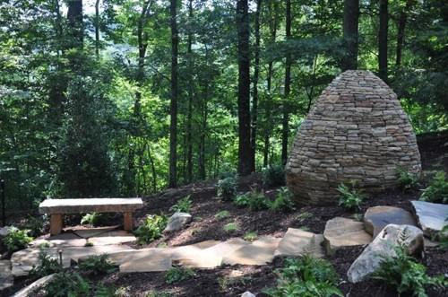 пирамида из колотых камней