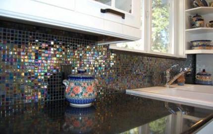 оригинальный стеклянный мозаичный фартук