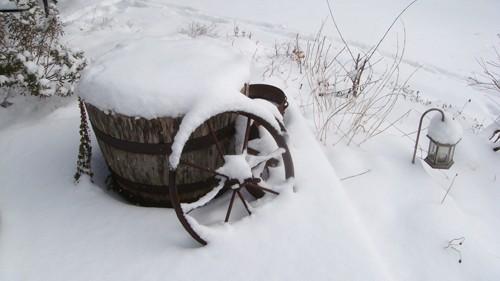 ландшафтный светильник под снегом