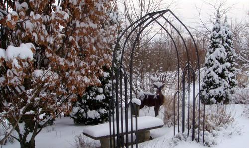 скульптурные элементы в дизайне сада