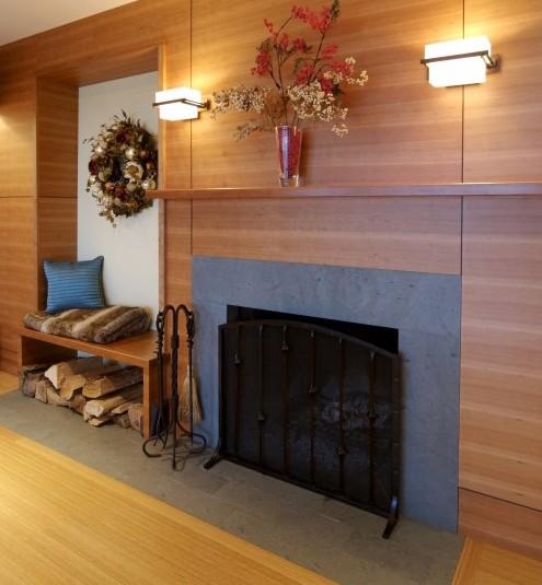 интегрированный каминный портал с деревянной облицовкой